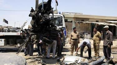 Après un attentat à la voiture piégée à Kerbala, à une centaine de kilomètres de Bagdad, lundi. L'Irak a connu en avril son mois le plus meurtrier depuis près de cinq ans, avec 712 morts lors d'attentats et autres actes de violence, selon les Nations unie