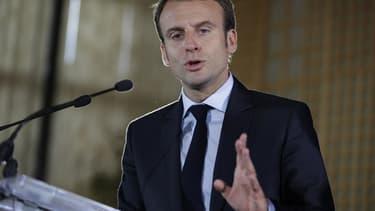 """Emmanuel Macron estime que l'Etat a """"trop pris"""" de place en France."""