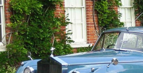 Une Rolls-Royce Silver Cloud similaire fait partie du garage de Donald Trump, en couleur argentée.