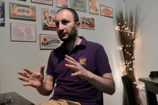 Interdit de sortie du territoire turc, privé de passeport, le journaliste Cevheri Güven a franchi clandestinement le fleuve frontalier d'Evros en septembre avec sa femme, également journaliste, et leurs enfants, 5 et 8 ans.