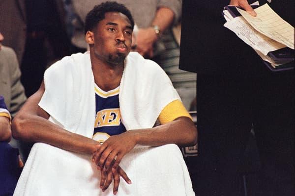 Kobe Bryant sur le banc des Lakers lors des playoffs 1998