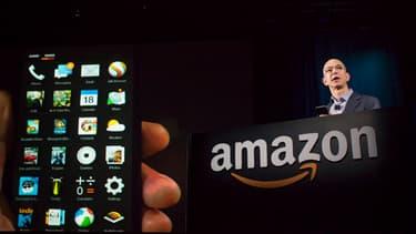 Amazon a dévoilé mercredi son propre smartphone, baptisé le Fire Phone.