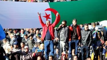 Plusieurs milliers de personnes défilent dans l'est de l'Algérie à Kherrata, le berceau du mouvement antirégime Hirak, le 16 février 2021 (photo d'illustration).