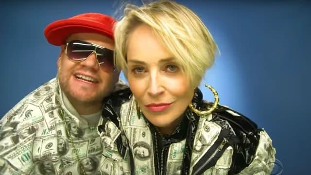 Sharon Stone rappe avec l'animateur James Corden.