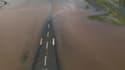 """La piste de l'aéroport de Rockhampton, à environ 500 km au nord de Brisbane, submergée par les eaux. Victime d'un """"tsunami intérieur"""", ainsi qu'on été surnommées les inondations qui ont touché l'Australie en janvier, l'île-pays subit des dégâts considérab"""