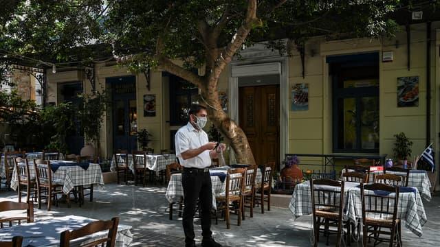 Une terrasse de restaurant dans le centre d'Athènes, en mai 2020. (photo d'illustration)
