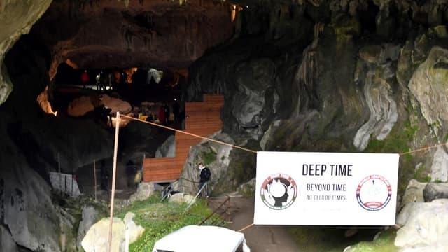L'entrée de la grotte choisie pour la Mission Deep Time, dans l'Ariège.