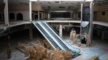 Aux États-Unis, un tiers des centres commerciaux seraient menacés de fermeture par manque de rentabilité et les malls fantômes se multiplient.