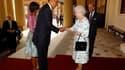 """Barack Obama et la reine Elizabeth II au palais de Buckingham, à Londres. Le président américain et son épouse Michelle ont été salués mardi par 41 coups de canon à leur arrivée à Londres pour une visite d'Etat de deux jours destinée à souligner la """"relat"""