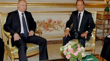 Le président français, François Hollande, lors d'une conférence de presse commune avec son homologue russe, Vladimir Poutine, a estimé vendredi que la seule issue de la crise syrienne était le départ du président Bachar al Assad. /Photo prise le 1er juin