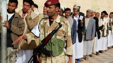 File d'attente devant un bureau de vote dans Sanaa, la capital du Yémen. Les Yéménites sont invités à désigner ce mardi le successeur d'Ali Abdallah Saleh, qui a gouverné d'une main de fer le pays pendant trois décennies et a dû céder le pouvoir en novemb