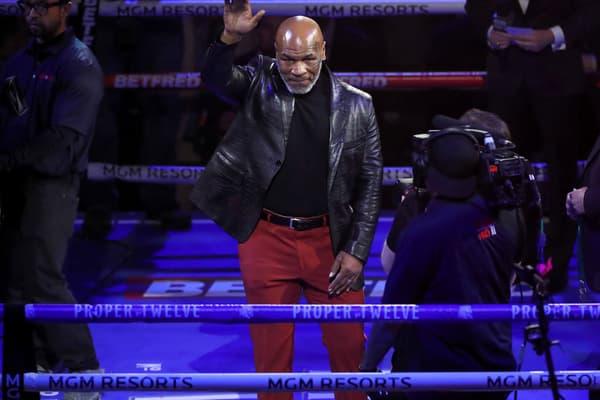 Mike Tyson dans le ring du MGM Grand de Las Vegas en février à l'occasion du combat entre Deontay Wilder et Tyson Fury