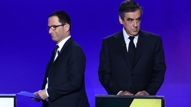 """Benoit Hamon et François Fillon, lors de l'émission """"15 minutes pour convaincre"""" de France 2, le 20 avril 2017."""