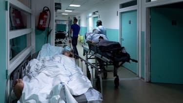 Un couloir de l'hôpital de Saint-Denis, près de Paris le 17 juillet (illustration)