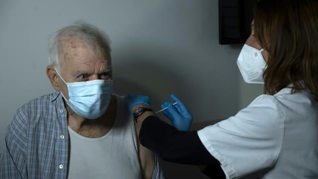 Vaccination avec le vaccin Pfizer BioNTech à Marseille, en France, le 15 mars 2021