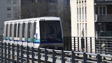 Jean-Michel Lerussé réclame 25,5 millions d'euros à Keolis pour avoir spolié son invention qui permet de nettoyer rapidement et efficacement les rails du métro.