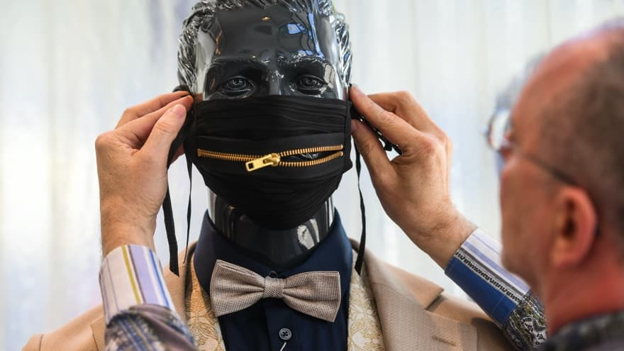 Le masque, bientôt un accessoire de mode comme les autres?
