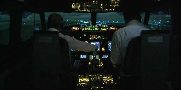 Un pilote et son copilote dans le cockpit d'un avion de ligne (photo d'illutration).