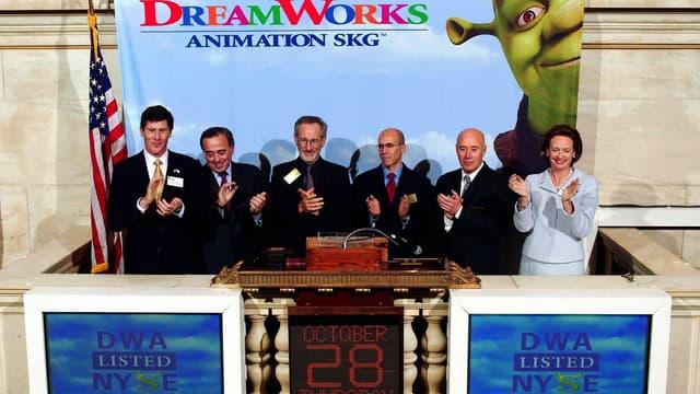 Steven Spielberg, Jeff Katzenberg, David Geffen et leurs associés, lors de l'introduction en bourse de DreamWorks Animation en 2004.