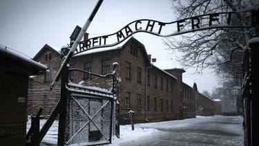 1,72 million de personnes ont visité le camp d'Auschwitz en 2015.