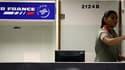 La compagnie aérienne Air France va supprimer 4.109 emplois au sol sur la période 2010-2012 en ne remplaçant pas les départs en retraite, selon la CFDT. Le groupe Air France-KLM emploie au total 103.000 salariés, dont 63.000 chez Air France. /Photo d'arch