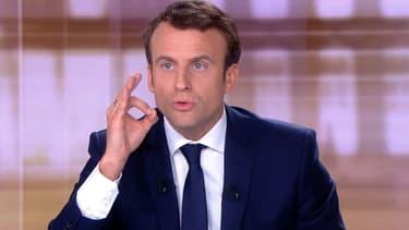 Emmanuel Macron lors de son débat face à Marine Le Pen, le 3 mai.