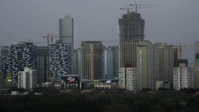 Les logements à Pékin et Bombay sont devenus inaccessibles pour leurs habitants.