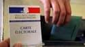 Bureau de vote à Montpellier. La participation au premier tour des élections régionales françaises s'élevait à 16,07% à midi, en légère baisse par rapport au précédent scrutin de 2004. /Photo prise le 14 mars 2010/REUTERS/Jean-Paul Pélissier