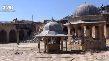 Capture d'une vidéo amateur prise le 24 avril 2013, montrant le minaret en ruines.