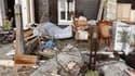 Dans un quartier résidentiel de Châtelaillon. Quatre jours après le passage dévastateur de Xynthia, qui a fait 53 morts en France, le débat sur les responsabilités dans cette catastrophe naturelle s'acentue. /Photo prise le 2 mars 2010/REUTERS/Régis Duvig
