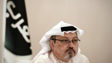 Le journaliste saoudien Jamal Khashoggi, le 15 décembre 2014 lors d'une conférence de presse à Manama, à Bahreïn