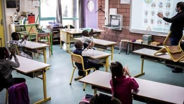 La reprise des cours dans une école de La Courneuve, en Seine-Saint-Denis, le 14 mai 2020 (photo d'illustration)
