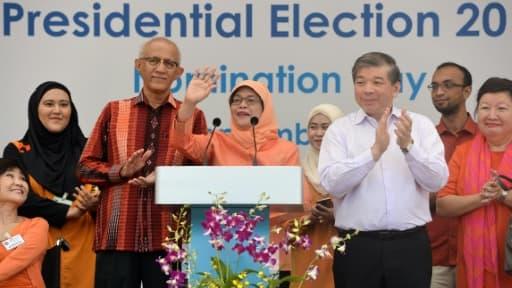La nouvelle présidente de Singapour, Halimah Yacob (au centre), s'adresse à ses partisans le 13 septembre 2017