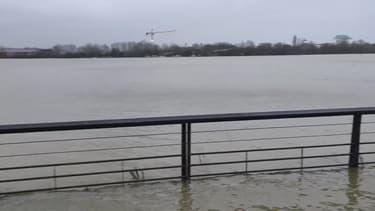 Intempéries: la Garonne déborde sur les quais de Bordeaux - Témoins BFMTV