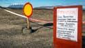 La zone aux alentours du volcan en éruption est interdite au public.