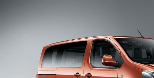 Le Peugeot Traveller lancé en 2016 avec son équivalent chez Citroën, le Space Tourer