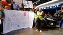 Des salariés de l'usine PSA d'Aulnay (photo) et du site Ford de Blanquefort ont manifesté samedi au Mondial de l'automobile à Paris pour la défense de leurs emplois, montrant une certaine hostilité au gouvernement de gauche. /Photo prise le 29 septembre 2