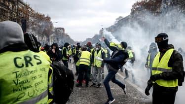 Gilets jaunes à Paris.