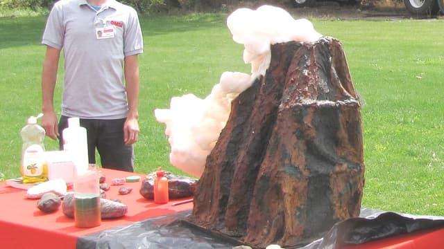 L'expérience du volcan, un classique des cours de physique-chimie.