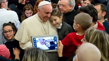 Les nouvelles technos qui éloigne l'humanité des vraies valeurs dans le viseur du Pape François