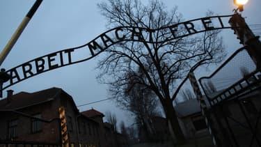 Le mémorial d'Auschwitz a repéré un nouvel article utilisant l'image du camp de concentration en vente sur Amazon.