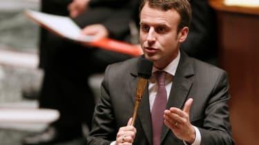 """Emmanuel Macron assure que son projet de loi créera """"des dizaines de milliers d'emplois"""" dans les 18 mois à venir."""