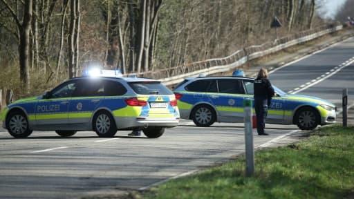 Le permis en poche depuis 49 minutes, le jeune de 18 ans s'est fait arrêter à Hemer (Rhénanie du Nord-Westphalie). Avec quatre amis à bord du véhicule, il roulait à 95 km/h au lieu de 50 km/h