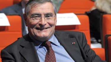Jean-Louis Beffa, proche de François Hollande mais aussi d'Arnaud Montebourg, regrette que le gouvernement refuse d'expérimenter les techniques permettant d'exploiter le gaz de schiste.