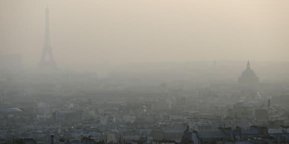 Paris enveloppé d'un voile de pollution lors du pic enregistré le 11 mars dernier.