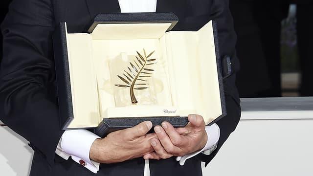 La Palme d'or dans les mains de Jacques Audiard en mai 2015 à Cannes