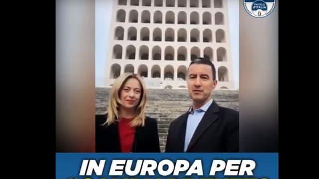 Giorgia Meloni et Caio Giulio Cesare Mussolini sur une affiche de campagne.