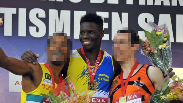 Toumany Coulibaly, au centre, lors d'une remise de prix.