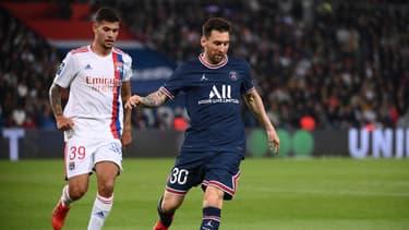 Bruno Guimaraes et Lionel Messi lors de PSG-OL