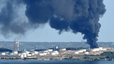 La raffinerie de LyondellBassel dans les Bouches-du-Rhône a été victime d'un incendie.